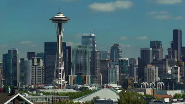 seattle skyline with space needle - 商業地域点の映像素材/bロール