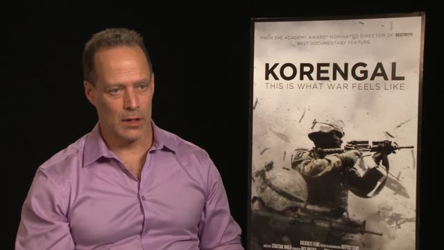 vídeos y material grabado en eventos de stock de interview sebastian junger on what he learned while making the film at the 'korengal' los angeles press junket at the four seasons hotel on june 03... - korengal tal
