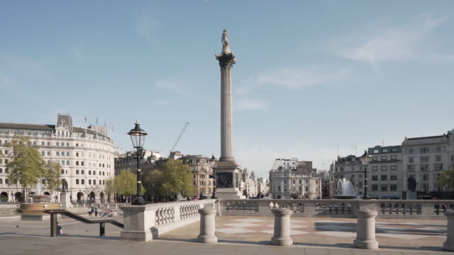a 20 second dolly shot of an empty trafalgar square london, on a glorious spring afternoon - lockdown stock videos & royalty-free footage
