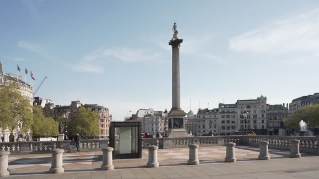 a 25 second dolly shot of an empty trafalgar square london, on a glorious spring afternoon - 20 seconds or greater stock videos & royalty-free footage