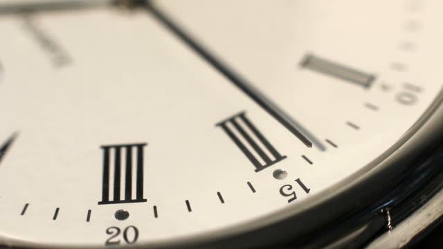 second hand that runs on a clock face - romersk siffra bildbanksvideor och videomaterial från bakom kulisserna