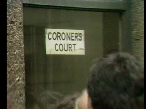 Second inquest into death of Roberto Calvi returns an open verdict ENGLAND London Sign on window 'Coroner's Court' PULL BACK people outside