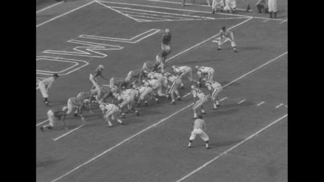 vídeos de stock e filmes b-roll de second quarter of orange bowl game in progress with colorado buffaloes in possession; colorado player john bayuk runs ball down the middle / eddie... - último quarto de tempo