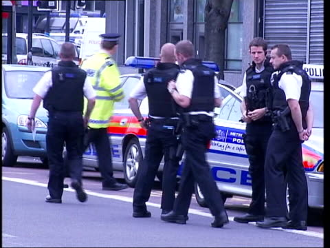 stockwell shooting family statement tx stockwell ext gvs police outside stockwell tube station - stockwell stock videos and b-roll footage