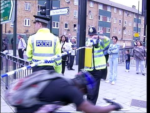 stockwell shooting police admit man was innocent england south london stockwell entrance to stockwell tube station where brazilian jean charles de... - jean charles de menezes bildbanksvideor och videomaterial från bakom kulisserna