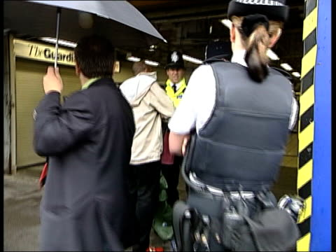 second wave of london bomb attacks: stockwell shooting: political fallout; stockwell station: ext lms black man has his bag searched by police at... - mp点の映像素材/bロール