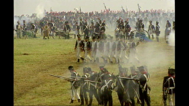 vidéos et rushes de secret documents show that in 1950s britain and france considered a 'union'; belgium: waterloo: ext men dressed as soldiers re-enacting battle of... - historical reenactment