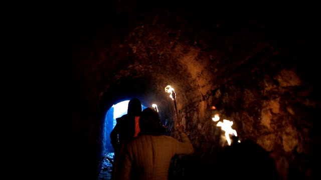 geheime ritter templer tunnel - festung stock-videos und b-roll-filmmaterial