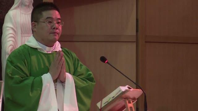 vídeos y material grabado en eventos de stock de secret talks between the vatican and beijing are raising hopes of a historic rapprochement after six decades of estrangement but some chinese clergy... - cristianismo