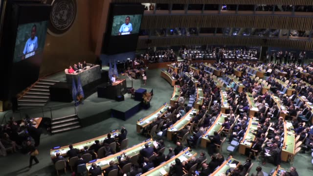 vídeos de stock, filmes e b-roll de secretary general ban kimoon and france's president francois hollande attend the signing the paris agreement for climate change during the paris... - acordo