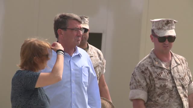 kswb secretary of defense ashton carter visits camp pendleton to check out training the marine expeditionary force held a demonstration at red beach... - segretario della difesa video stock e b–roll