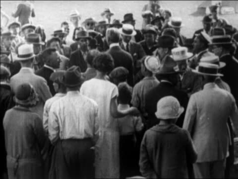 secretary of interior william mcadoo talking to crowd after earthquake / santa barbara, ca - anno 1925 video stock e b–roll