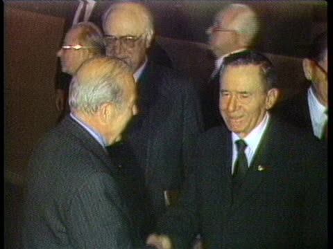 us secretary of state george shultz shakes hands with andrei gromyko as soviet ambassador anatoly drobrynin looks on - (war or terrorism or election or government or illness or news event or speech or politics or politician or conflict or military or extreme weather or business or economy) and not usa stock-videos und b-roll-filmmaterial
