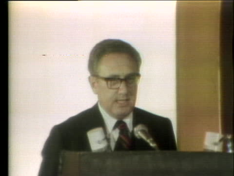 secretary of state henry a. kissinger delivers a speech about nuclear weapons at a banquet in tokyo, japan. - (war or terrorism or election or government or illness or news event or speech or politics or politician or conflict or military or extreme weather or business or economy) and not usa点の映像素材/bロール