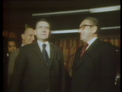 us secretary of state henry kissinger shakes hands with soviet foreign minister andrei gromyko at a geneva press conference - (war or terrorism or election or government or illness or news event or speech or politics or politician or conflict or military or extreme weather or business or economy) and not usa stock-videos und b-roll-filmmaterial
