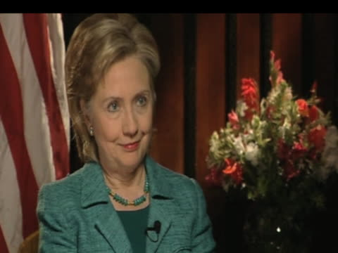 secretary of state hilliary clinton during interview in pakistan; 30 october 2009 - 姿勢をとる点の映像素材/bロール