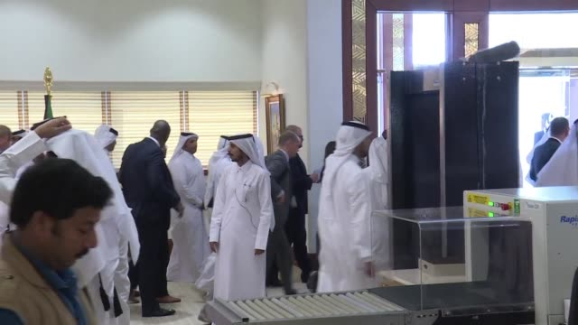 vídeos de stock, filmes e b-roll de us secretary of state rex tillerson on thursday wrapped up a four day mission to the gulf with little sign of progress in resolving the diplomatic... - forças aliadas