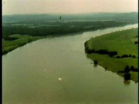 vídeos de stock, filmes e b-roll de 1969 aerial ws section of the tennessee valley drainage basin/ usa/ audio - drenagem