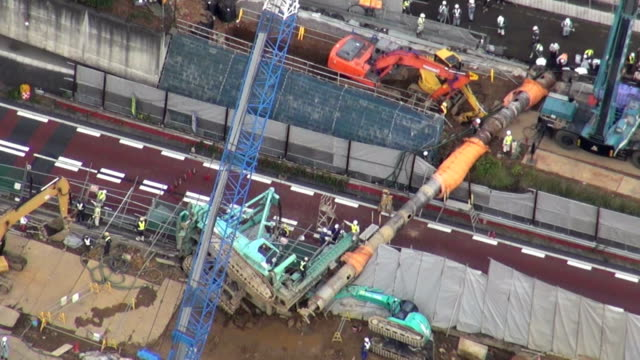 vídeos de stock, filmes e b-roll de a section of tokyo's metropolitan highways was blocked as 30meter high pile driver collapsed on saturday november 21 a driving car was involved and... - pile driver
