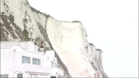 vidéos et rushes de section of white cliffs of dover collapses; england: kent: dover: ext general views of cliffs and collapsed fragments of chalk on beach - ruiné