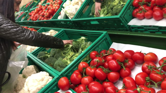 sections of fresh organic vegetables in a market stall - broccoli stock videos & royalty-free footage