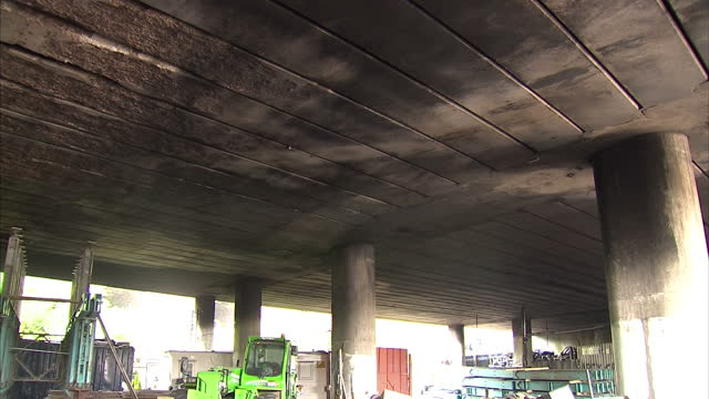 vídeos y material grabado en eventos de stock de sections of the m1 in north london damaged by fire on friday may not fully reopen until the end of the week the motorway has partially reopened today... - ceremonia de reapertura