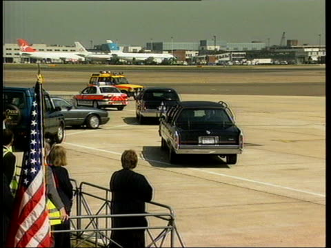 security arrangements for forthcoming president bush visit; lib limos on runway/ security man speaking into sleeve - sleeve stock videos & royalty-free footage