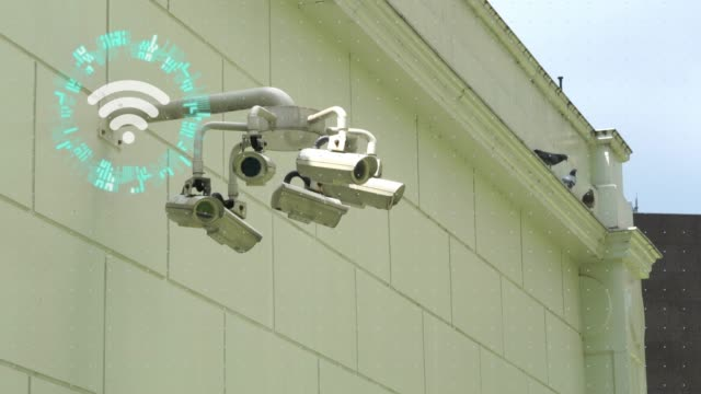cctv security camera and internet of the things - guardia di sicurezza video stock e b–roll