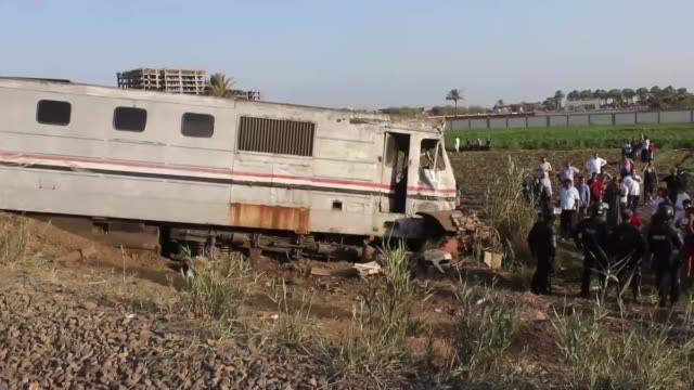security forces inspect the site after two trains collided in khorshid district of alexandria egypt on august 11 2017 at least 49 people were killed... - zugunglück stock-videos und b-roll-filmmaterial
