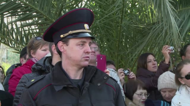vídeos y material grabado en eventos de stock de security forces made their presence known in sochi on friday ahead of the olympic games opening ceremony clean olympics security teams out in force... - sochi