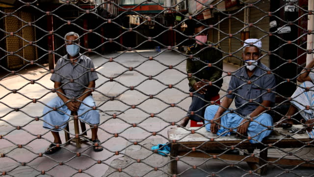 vidéos et rushes de security guard guarded the close market in dhaka city during governmentimposed lockdown as a preventive measure against the covid19 coronavirus in... - portail