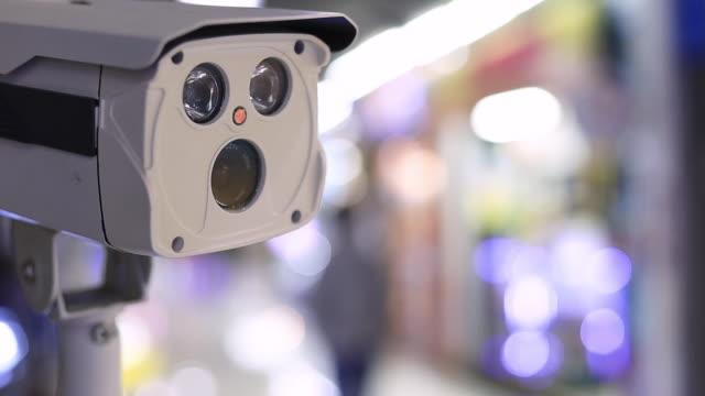 vidéos et rushes de cctv security guard in the mall building. - caméscope