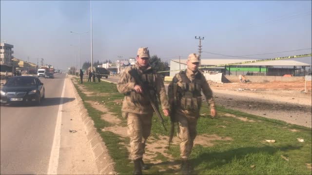 security officials inspect the site of a rocket attack by syrianbased pyd/pkk terrorists on january 31 2018 in reyhanli district of hatay the attack... - snuff stock-videos und b-roll-filmmaterial