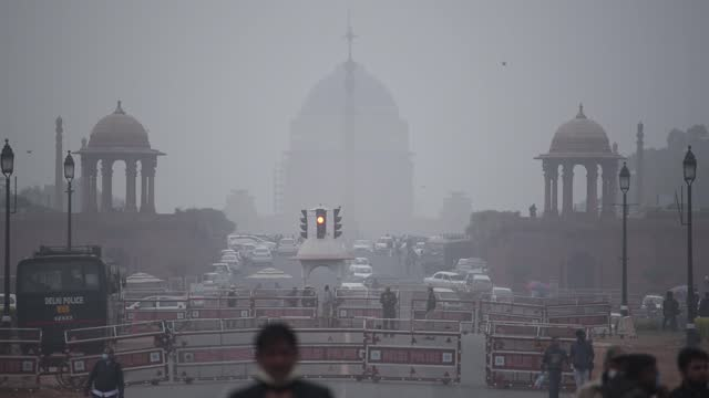 security personnel stand guard at rajpath as rashtrapati bhawan is seen in the background filled with dense smog, on january 8 in new delhi, india.... - smog stock videos & royalty-free footage