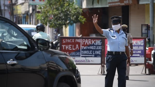 security personnel urge a commuters to stay at home - police force stock videos & royalty-free footage