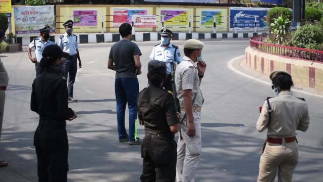 security personnel urge a commuters to stay at home - india politics stock videos & royalty-free footage