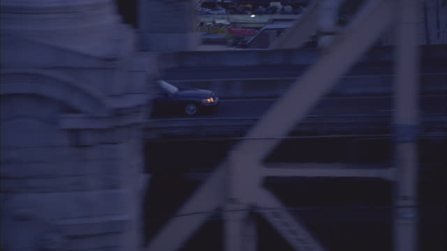 a sedan passes traffic as it drives over queensboro bridge from queens to the east side of manhattan. - limousine stock-videos und b-roll-filmmaterial