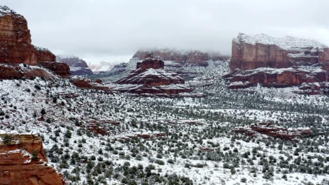 vídeos de stock e filmes b-roll de sedona, arizona in the winter - sedona