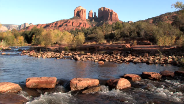 sedona arizona red rocks zoom out to locked - sedona stock videos & royalty-free footage