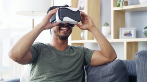 vídeos y material grabado en eventos de stock de ver el mundo como nunca antes - simulador de realidad virtual