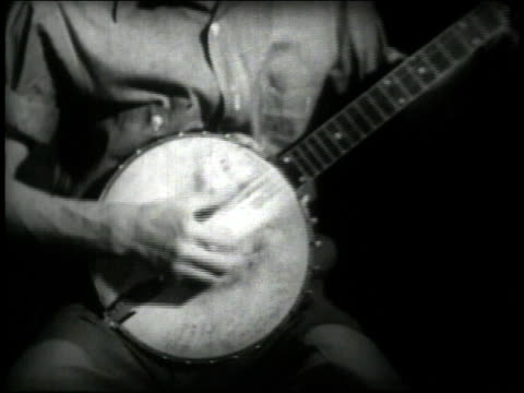 ms seeger playing / cu right hand picking banjo - banjo stock videos & royalty-free footage
