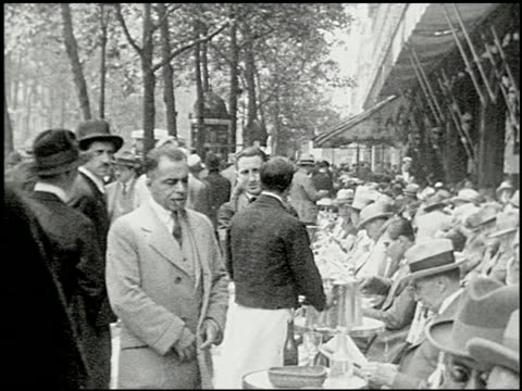 seeing paris: part one: on the boulevards - 5 of 12 - seeing paris: on the boulevards filmtitel stock-videos und b-roll-filmmaterial