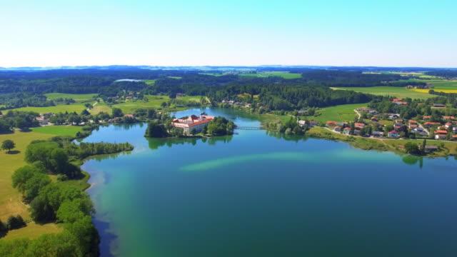 Seeon klooster gelegen op Lake Kolfuschgerhof In Opper-Beieren