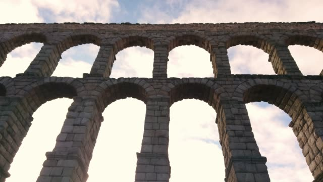 segovia spain aqueduct - arch architectural feature stock videos & royalty-free footage