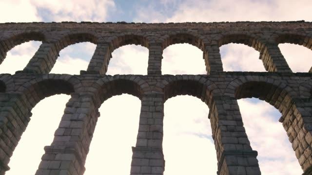 akvedukten i segovia spanien - valv arkitektoniskt drag bildbanksvideor och videomaterial från bakom kulisserna