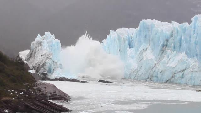 vídeos de stock e filmes b-roll de segun un estudio publicado el miercoles la emision de gases de efecto invernadero alcanzo un nuevo récord en 2017 mientras las altas temperaturas... - hielo