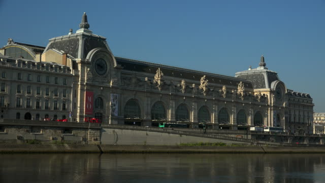 vidéos et rushes de seine river and musee d'orsay, paris, france, europe - musée