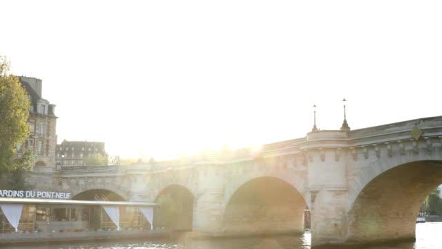 セーヌ川とポン ヌフ橋 - ポンヌフ点の映像素材/bロール