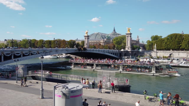ws seine river, pont alexandre iii, grand palais museum, paris, france - seine river stock videos & royalty-free footage