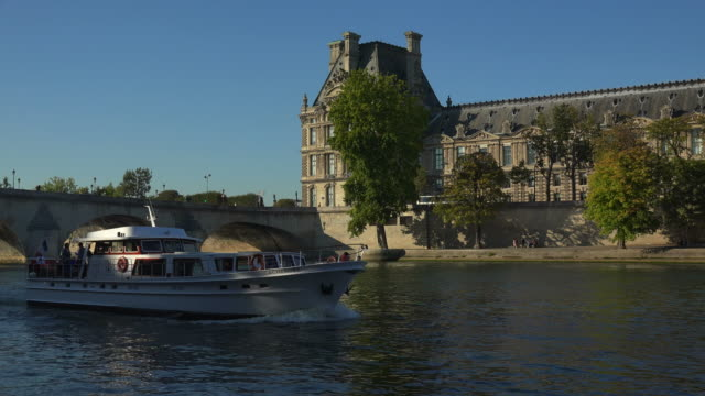 seine river, pont royal and louvre, paris, france, europe - 18. jahrhundert stock-videos und b-roll-filmmaterial